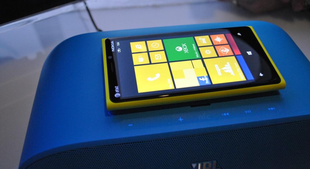 lumia 920 wireless charging jbl speaker